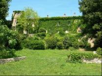 Proche Beziers  ancien chateau viticole à renover, colombiers