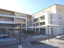 Appartement en centre ville au 1er étage avec ascenseur et parking, bagnols sur ceze